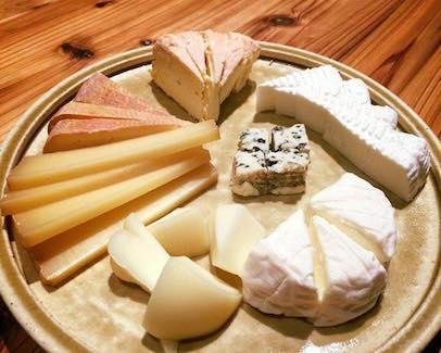 4 月18日(火) フェルミエの夜な夜なチーズ講座Vol2.「ロワールのシェーヴル」